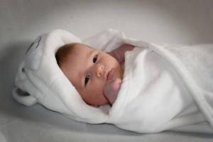 新生儿老吐奶怎么办新生儿吐奶的原因