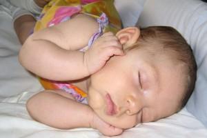 新生儿多久可以仰着睡新生儿新生儿睡姿选用左侧卧好吗